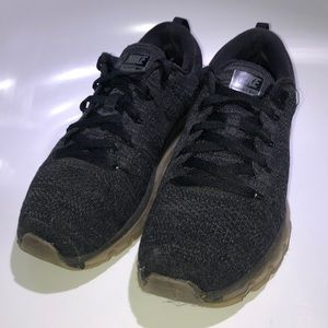Nike Flyknit Air Max Black size 8